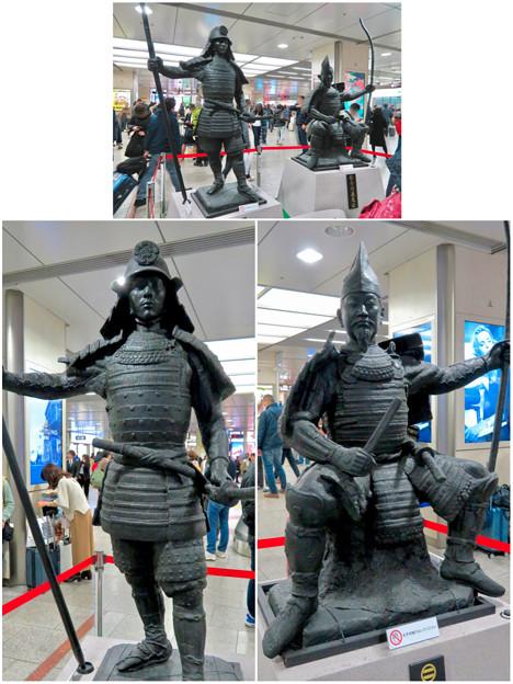 名古屋駅西口に桶狭間合戦場PRの織田信長像と今川義元像 - 9