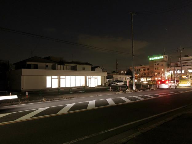 Photos: 落合公園横の元ファミマ建物が内装工事中?