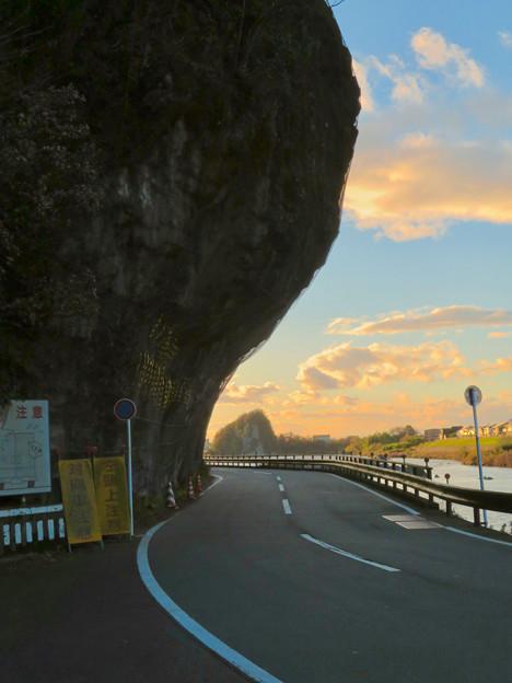 県道185号栗栖犬山線の巨大な岩場が飛び出してる場所 - 2