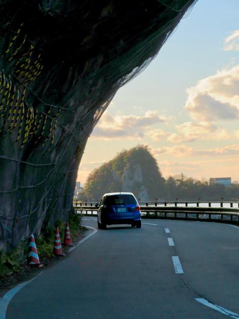 県道185号栗栖犬山線の巨大な岩場が飛び出してる場所 - 4