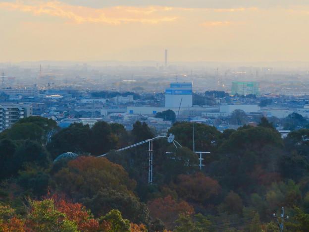 寂光院の展望台から見た景色 - 16:三菱電機稲沢製作所のエレベーター試験棟