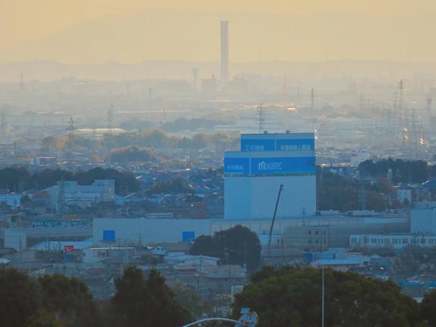 寂光院の展望台から見た景色 - 17:三菱電機稲沢製作所のエレベーター試験棟