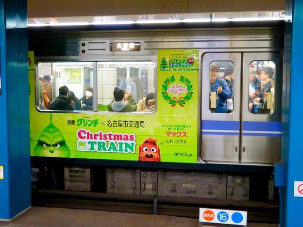 名古屋市営地下鉄:映画『グリンチ』のPR車両 - 1