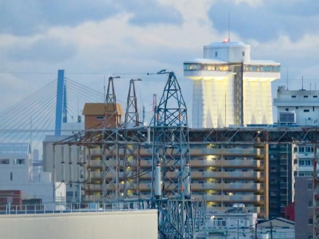ららぽーと名古屋みなとアクルス駐車場から見た景色 - 5:名港東大橋とポートビル