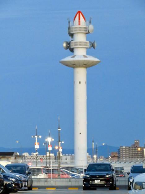 ららぽーと名古屋みなとアクルス駐車場から見た景色 - 9:港区役所の通信電波塔