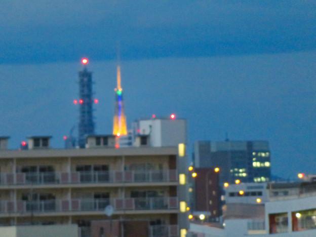 ららぽーと名古屋みなとアクルス駐車場から見た景色 - 20:名古屋テレビ塔とNTTドコモ名古屋ビル