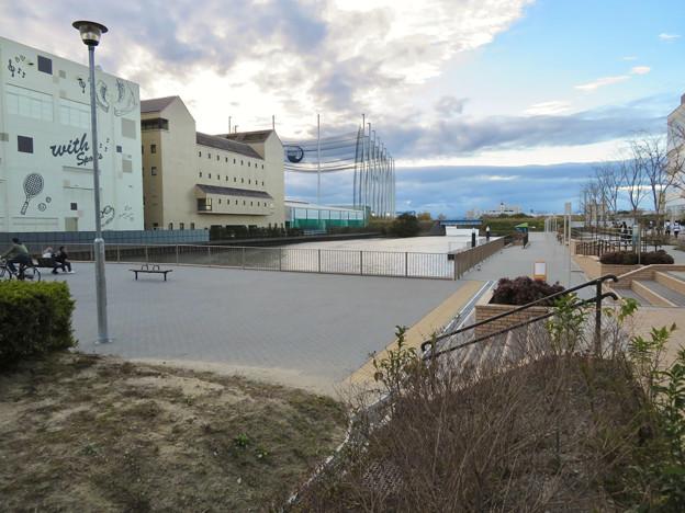 ららぽーと名古屋みなとアクルス前の中川運河水上バス(クルーズ名古屋)の乗船場 - 1