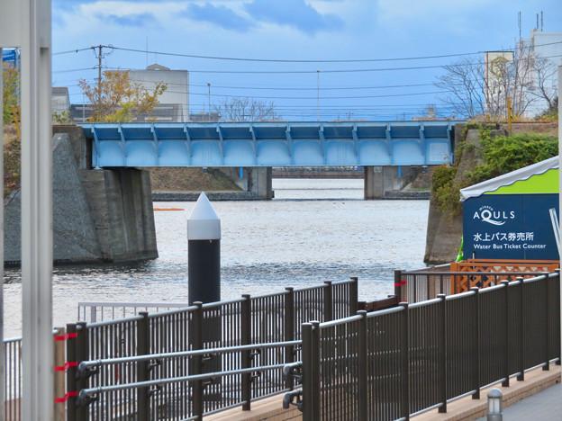 ららぽーと名古屋みなとアクルス前乗船場前から中川運河へと通じる水路 - 1