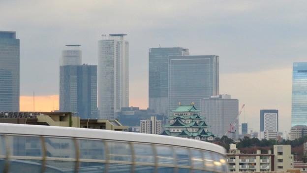 名古屋高速を走る高速バス車内から見た名駅ビル群と名古屋城 - 1