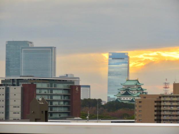 名古屋高速を走る高速バス車内から見た名駅ビル群と名古屋城 - 3