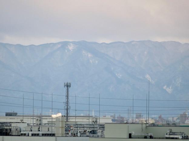 雪が薄っすら積もってた(?)三重方面の山々 - 1