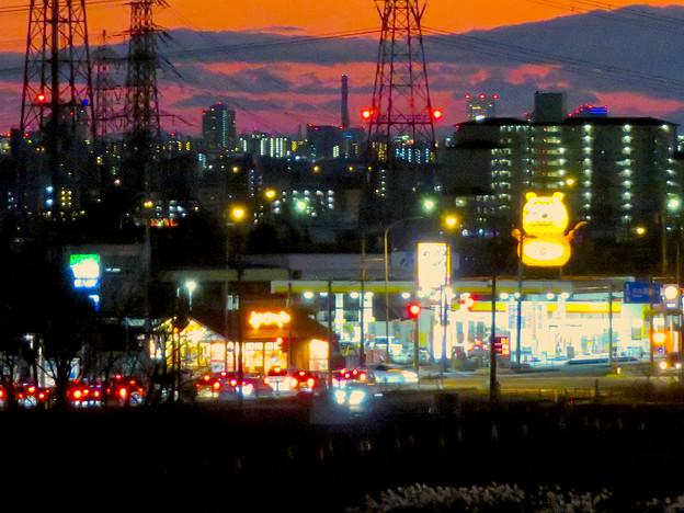 鋏池から見た夕焼けと国道19号