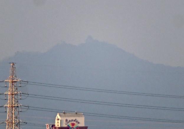 清洲城天守閣から見た景色:シルエットだけかすかに見えた岐阜城・金華山 - 2