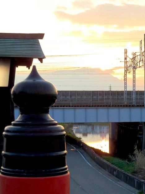 夕暮れ時の大手橋欄干
