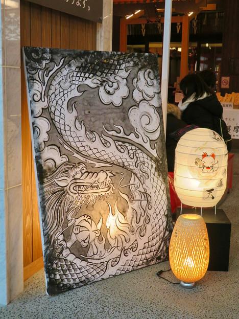 万松寺の龍の絵とキツネが描かれた提灯