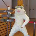 Photos: 花フェスタ記念公園:花のミュージアム内にいた変なキャラ - 2