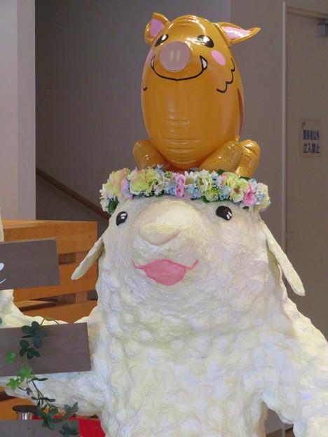 花フェスタ記念公園:花のミュージアム内にいた変なキャラ - 3