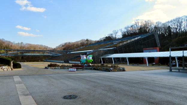 オフシーズン(2月)の花フェスタ記念公園 - 8;公園入り口前