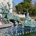 Photos: お菓子の城 No - 10:お城前の池のサンタ像