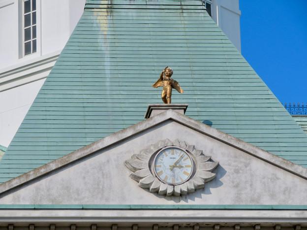お菓子の城 No - 13:お城の屋根に取り付けられた天使