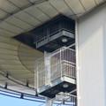 Photos: 近くから見上げたツインアーチ138 No - 8:側面の非常階段