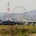 Photos: 木曽川沿いから見た木曽三川公園の大観覧車「オアシスホイール」 - 3