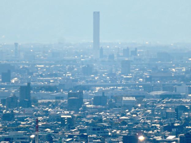 尾張戸神社の展望台から見た景色 - 15:三菱電機稲沢製作所のエレベータ試験棟