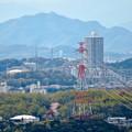 Photos: 尾張戸神社の展望台から見た景色 - 19:桃花台中央公園の給水塔とスカイステージ33