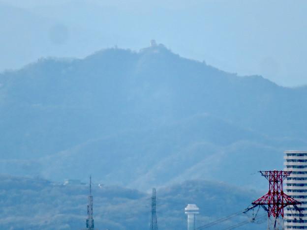 尾張戸神社の展望台から見た景色 - 22:スカイステージ33越しに見えた岐阜城・金華山