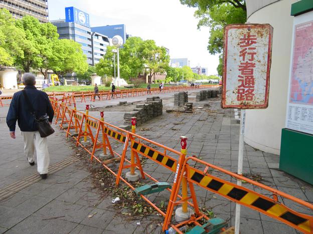改装工事中の旧・栄バスターミナル跡地 - 1:歩道