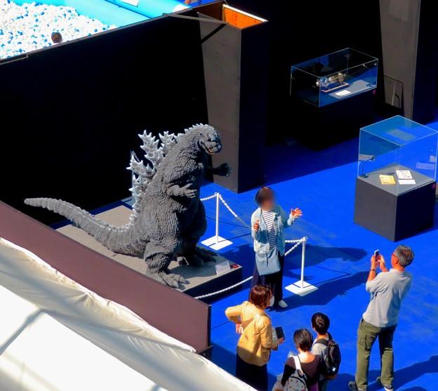 オアシス21で開催中の「ゴジラ・ウィーク・ナゴヤ」 - 2:上から見下ろした会場内(記念写真コーナー)