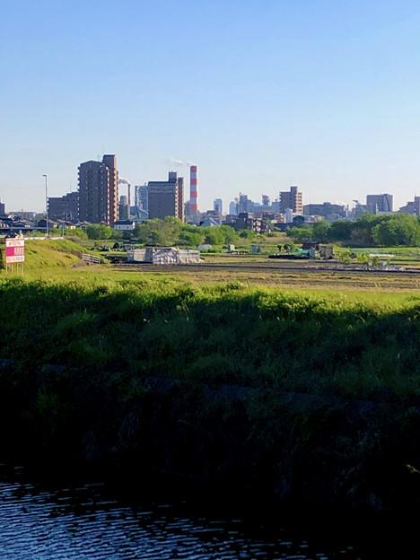 生目橋から見えた王子製紙の煙突越しの名駅ビル群 - 1