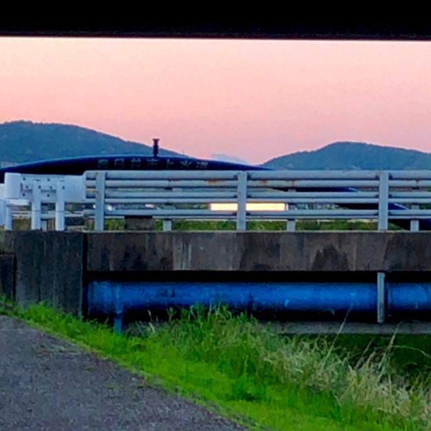 八田川沿いから見えた、たぶん御嶽山 - 2