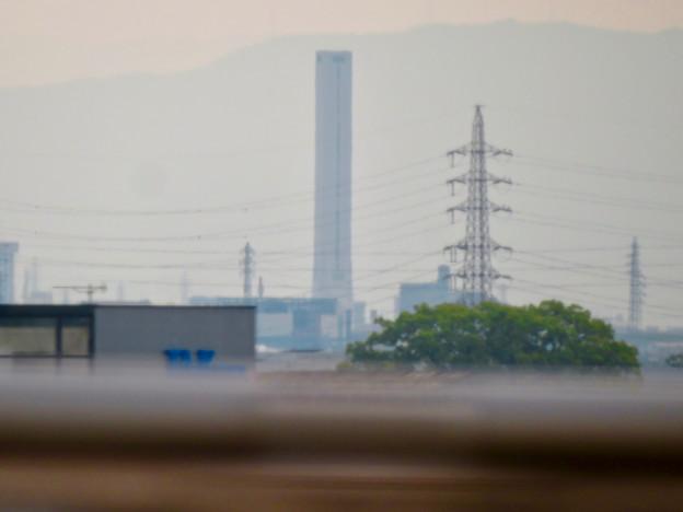 名古屋高速から見えた三菱電機稲沢製作所のエレベーター試験棟