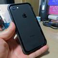 Photos: KYOKAのiPhone 7&8用の格安防水・耐衝撃ケース No - 32:iPhone挿入時
