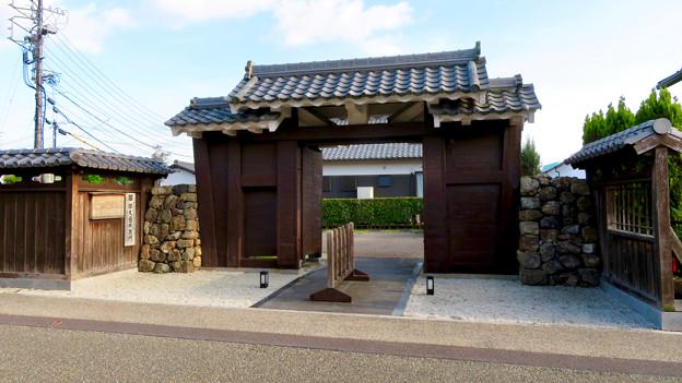 鵜沼宿 No - 27:町家館駐車場に移設された旧・大垣城鉄門(安積門)