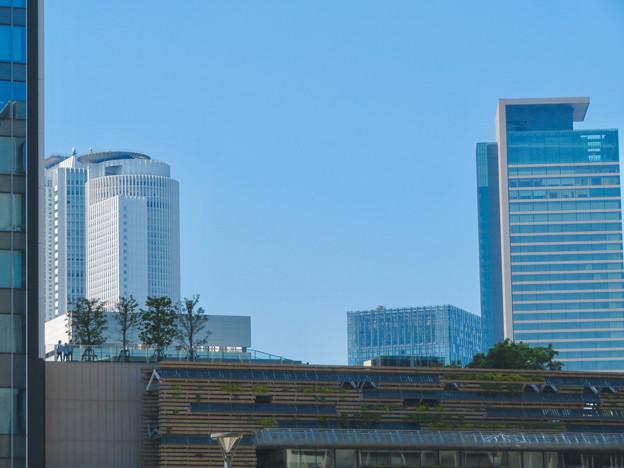 グローバルゲート越しに見た名駅ビル群