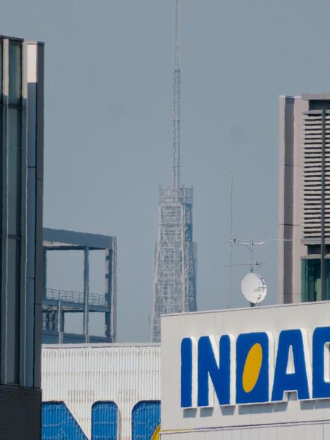 グローバルゲート最上階から頭頂部だけ見えた名古屋テレビ塔 - 2