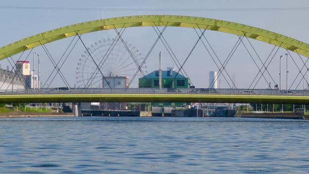 クルーズ名古屋(2019年5月)No - 78:いろは橋越しに見えたシートレイランドの観覧車と新名古屋火力発電所の塔
