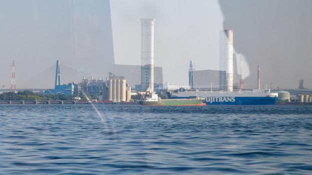 クルーズ名古屋(2019年5月)No - 149:船内から見た新名古屋火力発電所の塔と名港東大橋