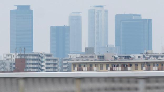 走行中の高速バス車内から見た名駅ビル群 - 2