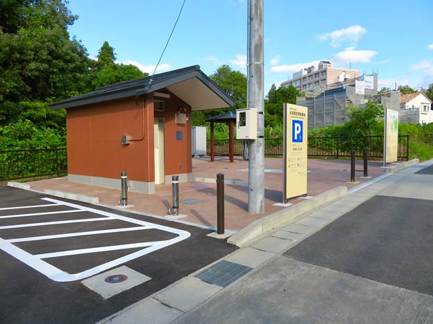 志段味古墳群 白鳥塚古墳 No - 5:古墳前の駐車場とトイレ