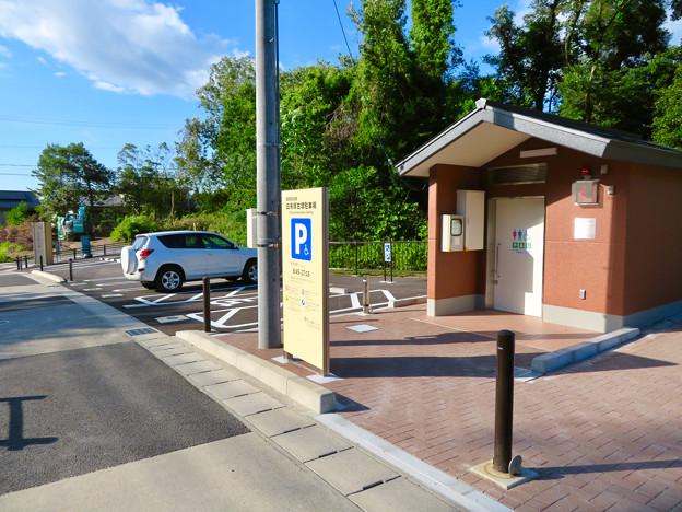 志段味古墳群 白鳥塚古墳 No - 7:古墳前の駐車場とトイレ