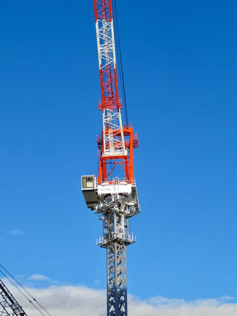 スパイラルタワーズ横の建設工事のクレーン - 4