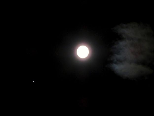 並んで輝く木星と満月 - 1(2019年6月17日)