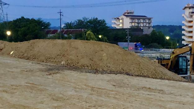 桃花台線の桃花台中央公園南側撤去工事(2019年6月20日):かなりの土砂で整地 - 2