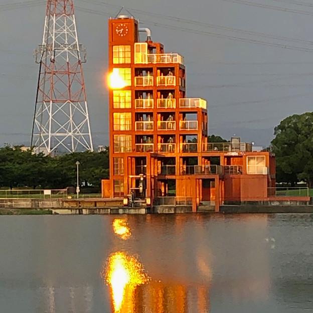 夕日が当たっていた落合公園 水の塔 - 2