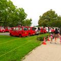 大勢の人で賑わう春日井市民納涼まつり(2019)の日の落合公園 - 34:花火待機中の消防車両
