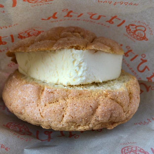 大須商店街:好きなメロンパン プラス100円で食べられる「アイスメロンパン」 - 2