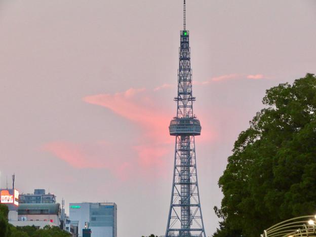 印象的だった名古屋テレビ塔越しに見えた夕暮れ時の雲 - 2